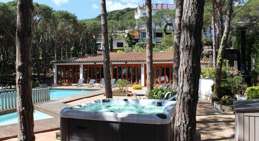 Hotel con piscina en calella de palafrugell hotel garb - Jacuzzi aire libre ...